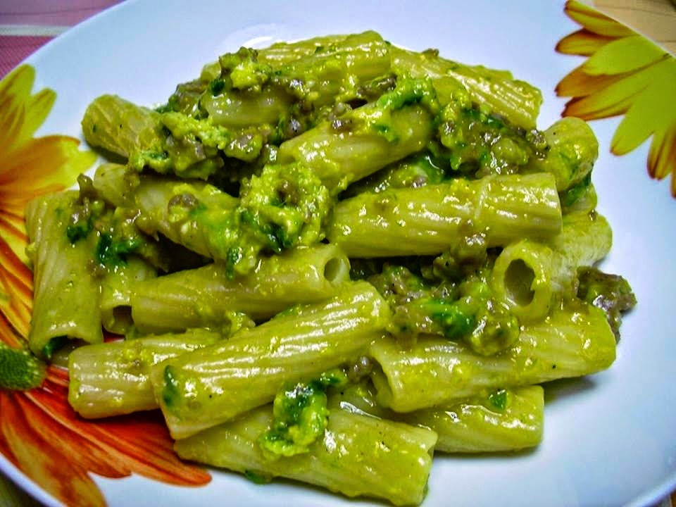 Tortiglioni alla carbonara con asparagi e salsiccia