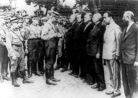 Pasukan Sa menangkapi orang2 komunis