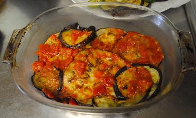 Овощная запеканка с томатным соусом