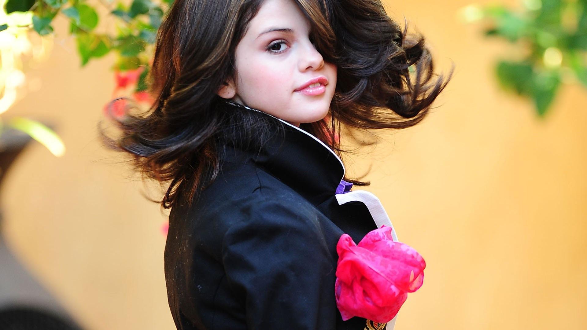 http://4.bp.blogspot.com/-kVAvxJ-Op3U/UOaJX-pHNkI/AAAAAAAABkg/rPhLYogIJqE/s4000/Selena-Gomez-2013-Cute-Widescreen-HD-Wallpaper-.jpg