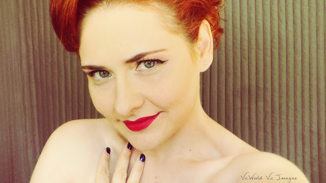 pin up, rojo, eyeliner