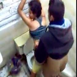 Pegou a Novinha No Banheiro - http://putinhasamadoras.com
