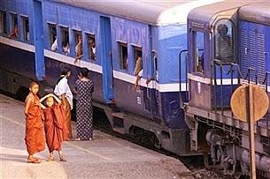ရထားစီးမယ့္ ခရီးသည္တခ်ဳိ႕ကို ဘူတာရံုမွာေတြ႕ရစဥ္ Photo: AFP