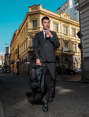 Reserva para C&A coleção masculina terno e mochila
