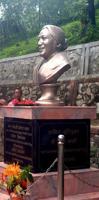 Aruna Lama Statue