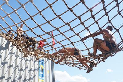 Spartan Race. Trepando entre cuerdas