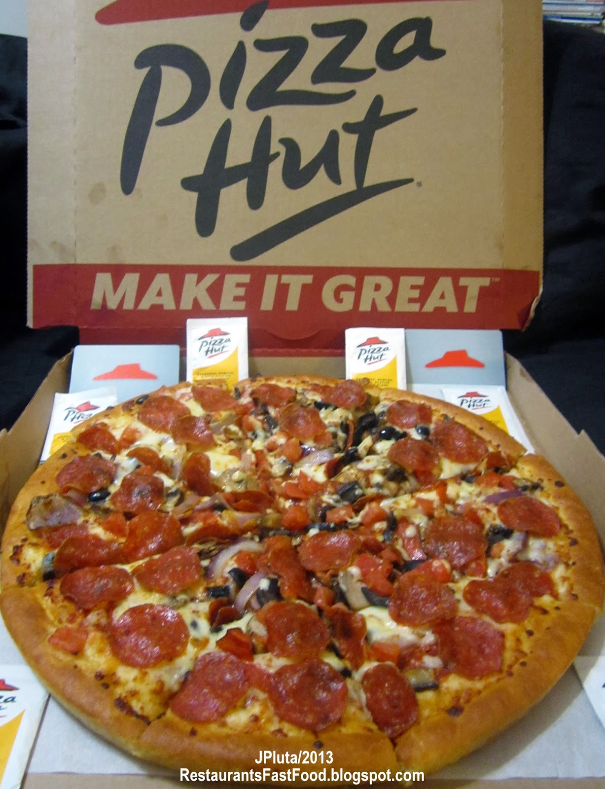 fast food and pizza hut Pizza hut's classic supreme pizza, at $1699 for a large, comes with pepperoni, seasoned pork, beef, fresh mushrooms, fresh green bell peppers and fresh red onions on top of their fantastic sauce.