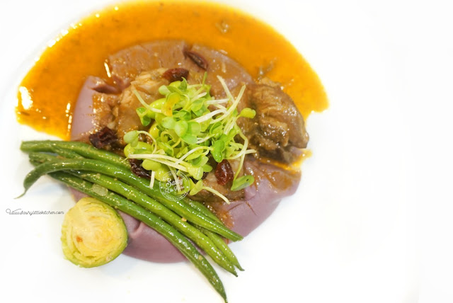 Hidangan utama : Coq Au Vin with sweet purple mash potatoes, mushroom truffle cream sauce, edamame, brussel sprout and vegetable sprout