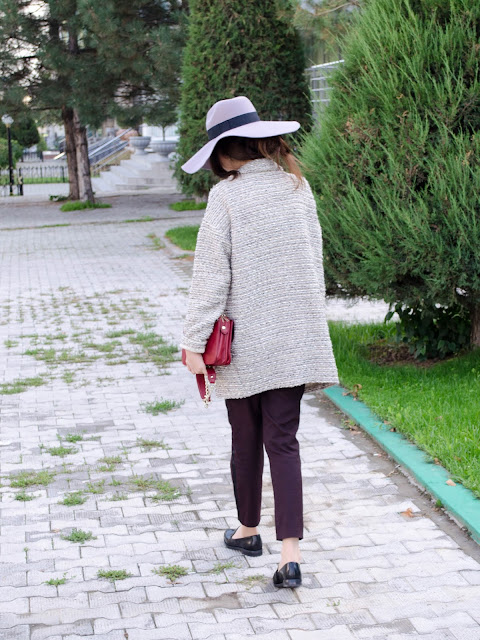 fashion-blogger-diyorasnotes-look-of-the-day-favorite-pants-asos-fall-autumn-style-hat-white-blouse-coat-burgundy