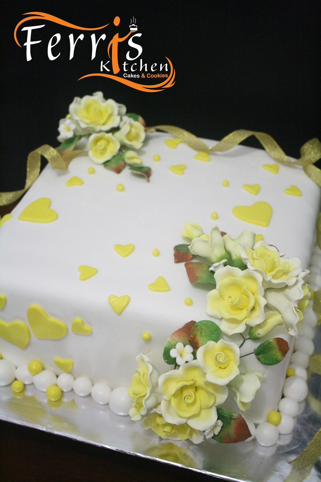Yellow+-+gold+wedding+cake.jpg