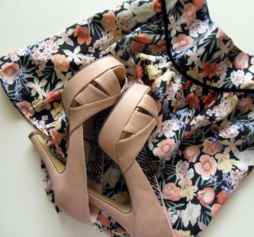 zapatos,peeptoes,lefties,falda,estampado,flores,rosa,blog,moda,low cost,rebajas,saldos,chollos,moda a buen precio
