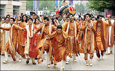 Usually Big Weddings March Through The Streets With Dancing And Loud Drumming Music When You Go To India Especially During Peak Wedding Season