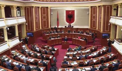 Më në fund: votohet ligji që dekriminalizon Parlamentin