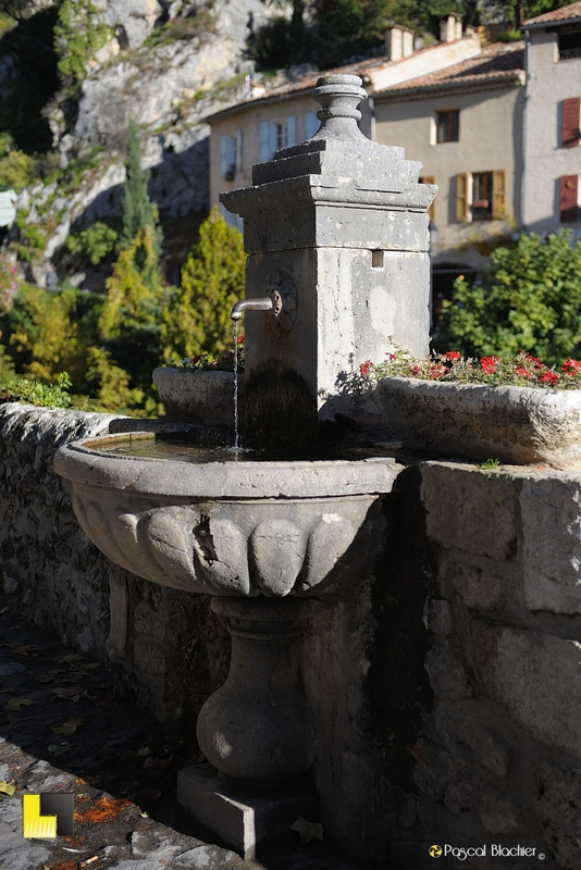 fontaine provençale de moustiers sainte marie photographie pascal blachier