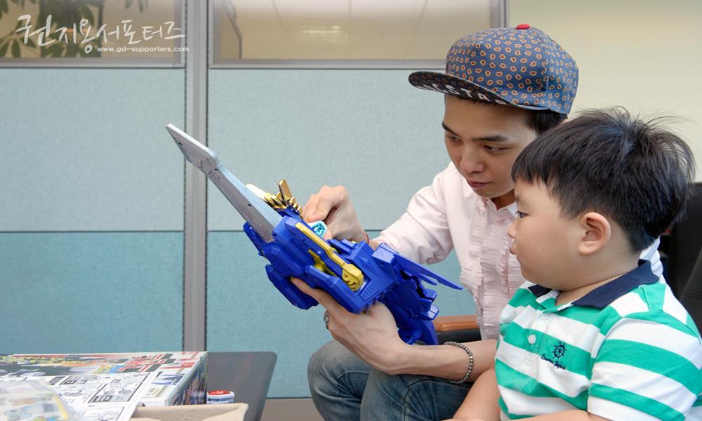 G-Dragon  News - Page 2 Gdragon-boy_012