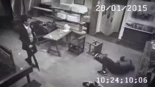 Девушка разобралась с обидчиками персонала