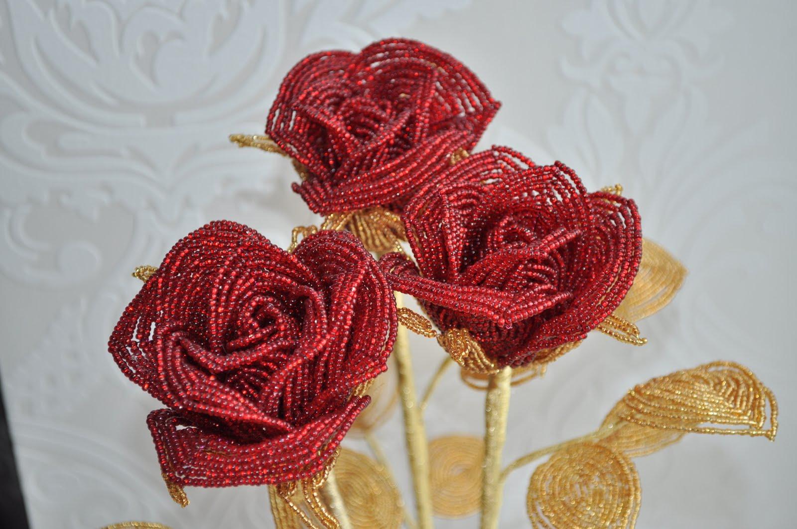 Розы из бисера большая фото