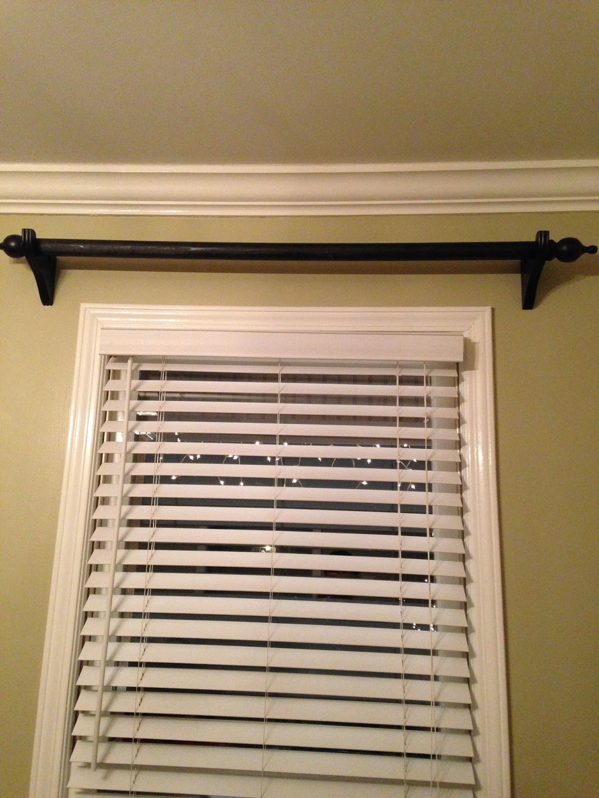 Wooden curtain brackets - It S A Wooden Dowel Rod With Wood Brackets She Spray Painted Them Black And They Look So Great And Pretty Expensive Considering How
