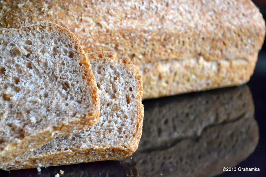 Chleb graham na zakwasie pszennym.