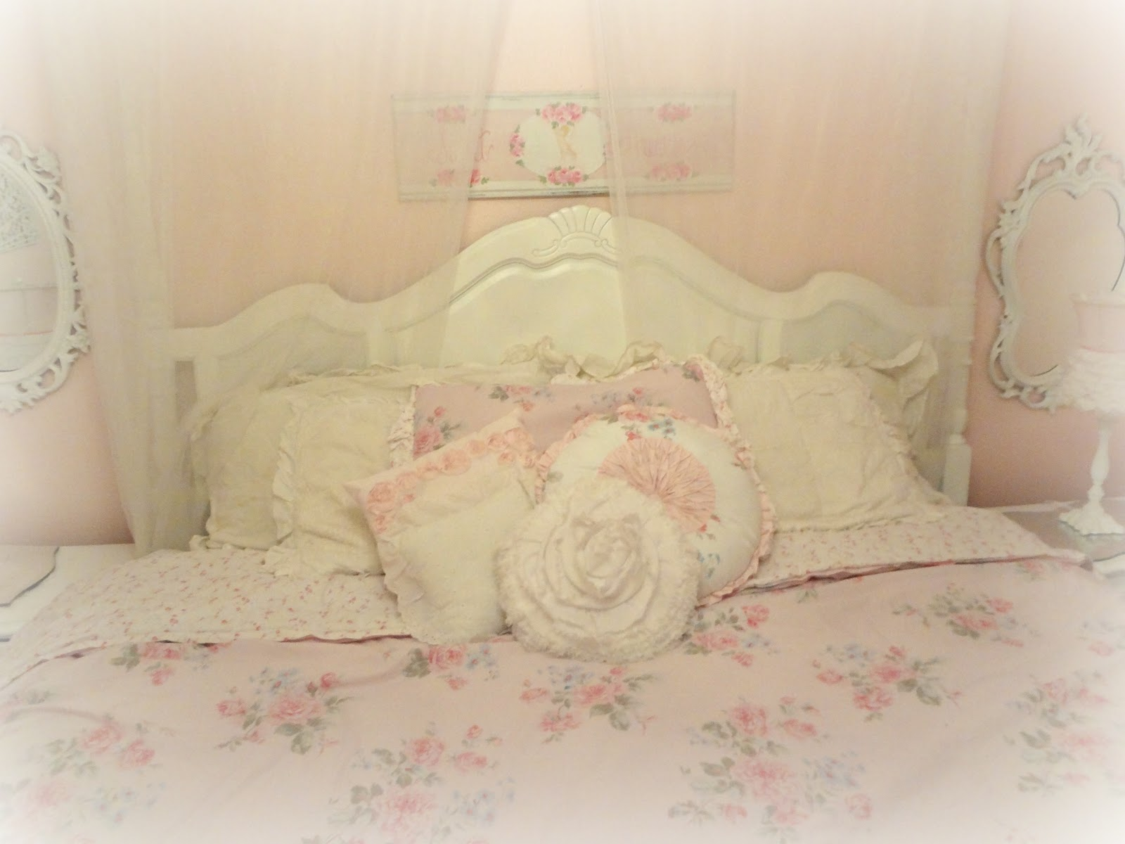 Not so shabby shabby chic simply shabby chic at dollar for Photo shabby chic