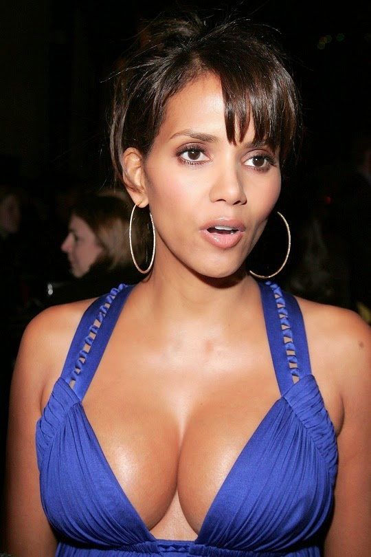 halle-berry-boobs