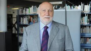 Un governo (schizofrenico) di stagisti: intervista a Domenico De Masi