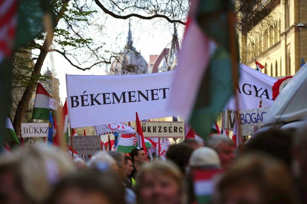 Bayer Zsolt, békemenet, választások, Magyarország, Mesterházy Attila, politika, MSZP,