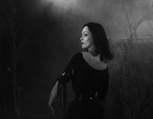 Maila Nurmi in Plan 9 From Outer Space