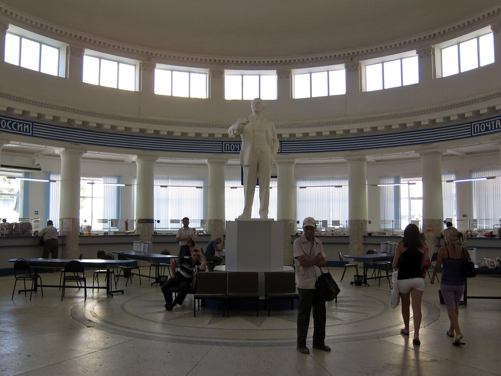 Estatuas de lenin en el mundo volgogrado oficina de correos for Oficina de correos bilbao