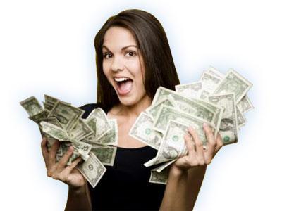 دراسة بريطانية : النساء يكسبن الآن أكثر من الرجال - امرأة تمسك نقود دولارات - woman earn make money