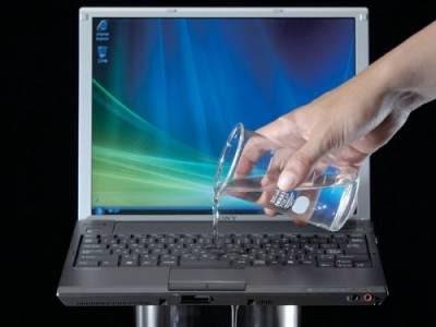 Tips selamatkan laptop jika terkena tumpahan air