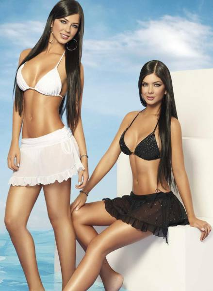 these_are_the_worlds_hottest_sets_of_twins_triplets_and_quadruplets_640_04 Фото: Хамтдаа байхдаа төгс харагддаг ихрүүд