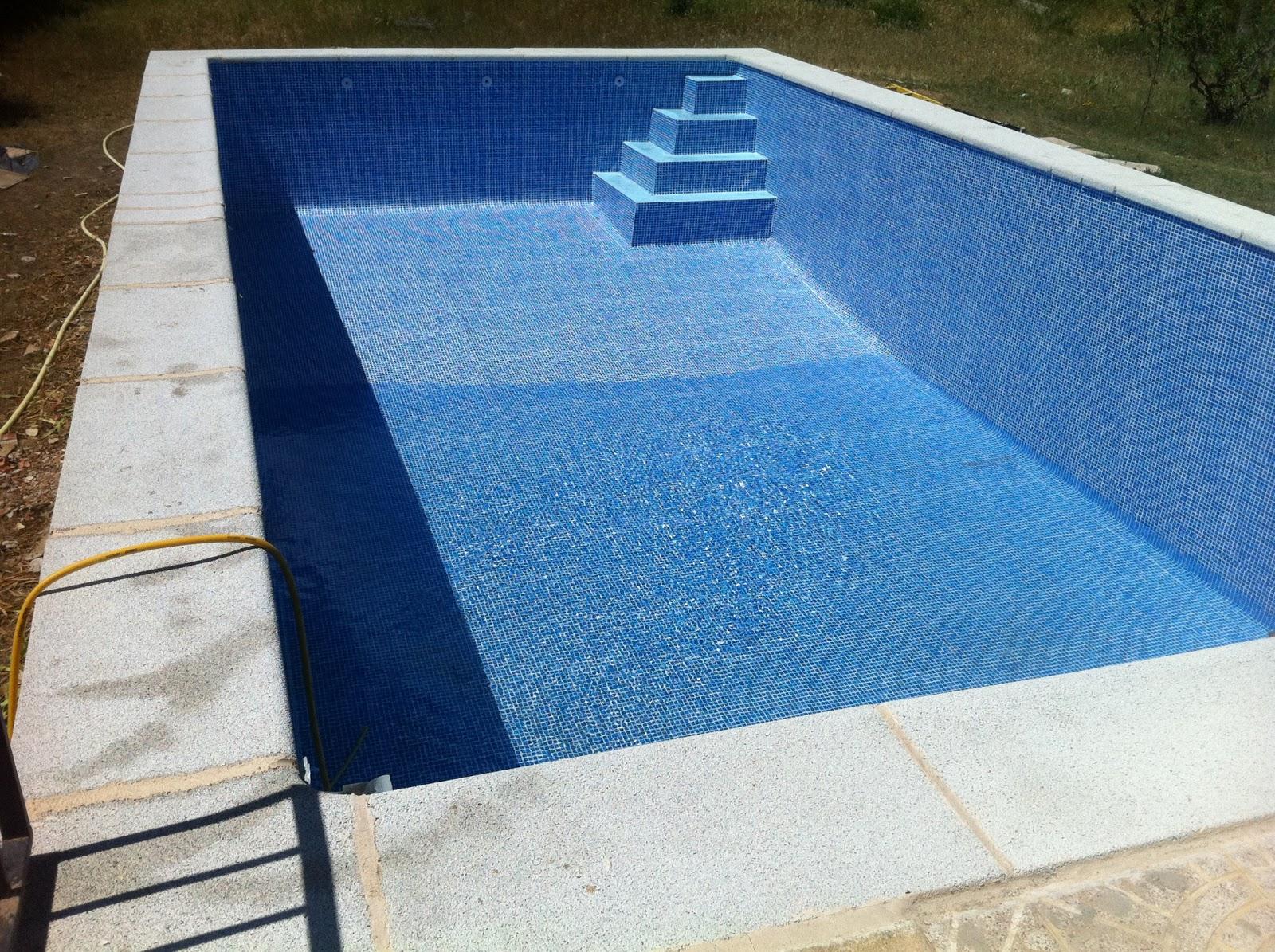 Piscinas news for Escaleras para piscinas de obra