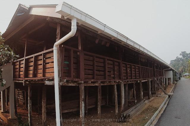 Rumah Panjang Kampung Mongkos