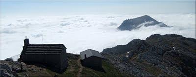 Aratz emergiendo de entre las nubes