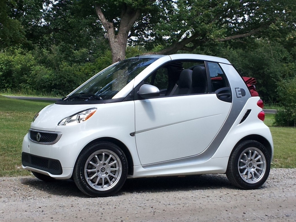 alt energy autos 2013 smart fortwo electric drive cabrio quick test ride. Black Bedroom Furniture Sets. Home Design Ideas