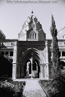 Templete gótico mudéjar - Small temple of Mudejar Gothic style