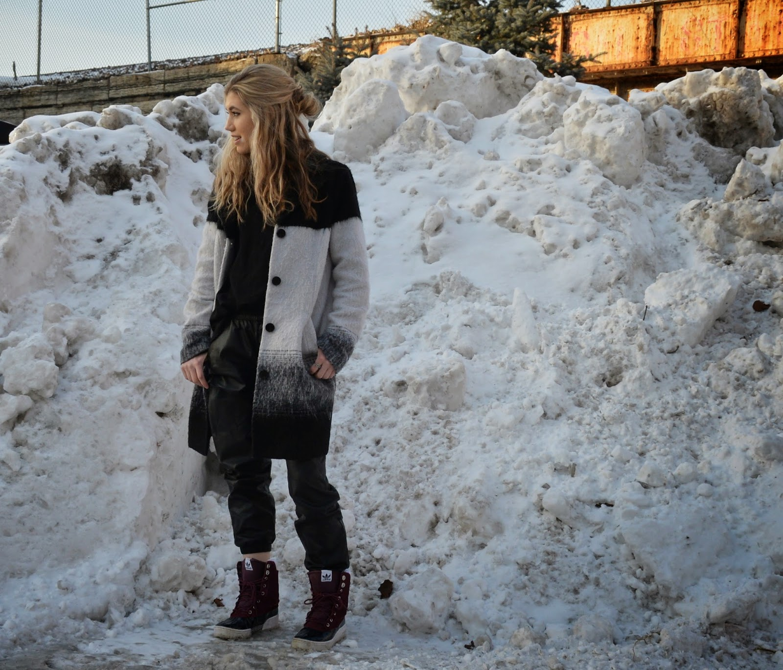 Blogger,sporty,street style, Mermaid Waves,Snow boots,Winter Coat