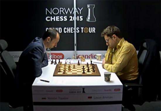 Début de tournoi en fanfare pour le champion bulgare Topalov qui bat Aronian ronde 4 pour mener sur le score de 3.5 sur 4 - Photo © site officiel