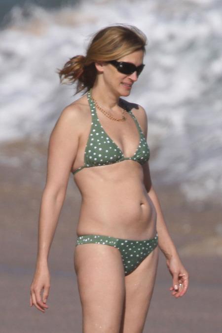 Hot Woman Famous Hollywood Actress Julia Roberts Bikini Pictures