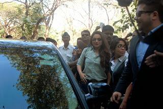 Actress Rani Mukherjee Pictures in Denim Jeans at Mumbai University Felicitation Program  28.JPG