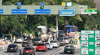 A Agência Nacional de Transportes Terrestres (ANTT) autorizou o reajuste de 12,5% na tarifa de pedágio da BR-040/MG/RJ, no trecho que vai de Juiz de Fora (MG) a Petrópolis e Rio de Janeiro (RJ). O valor para veículos leves passará de R$ 8 par R$ 9 a partir de 20 de agosto. A resolução que aprova o novo valor foi publicada na edição desta segunda-feira (11) no Diário Oficial da União (DOU).