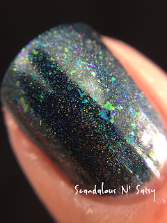 Darling Diva Polish Long Live the Queen! Hug My Face Collection (Alien inspired) macro