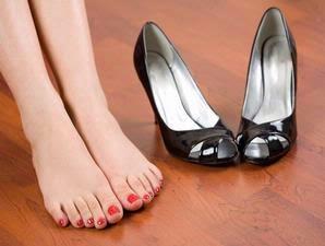 Cara jitu menghilangkan bau sepatu pada jempol kaki