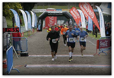 Pedro y Al entrando en meta en el Medio Maratón Ciudad Universitaria 2013