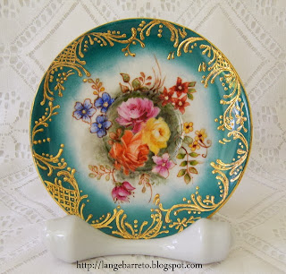 Prato de porcelana pintado à mão