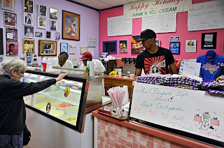 woamn buying hanks Ice cream