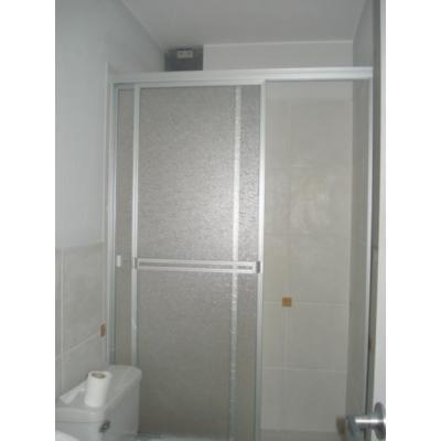 Modelos de puertas de duchas en acr lico creando tendencias for Puertas de cristal para duchas