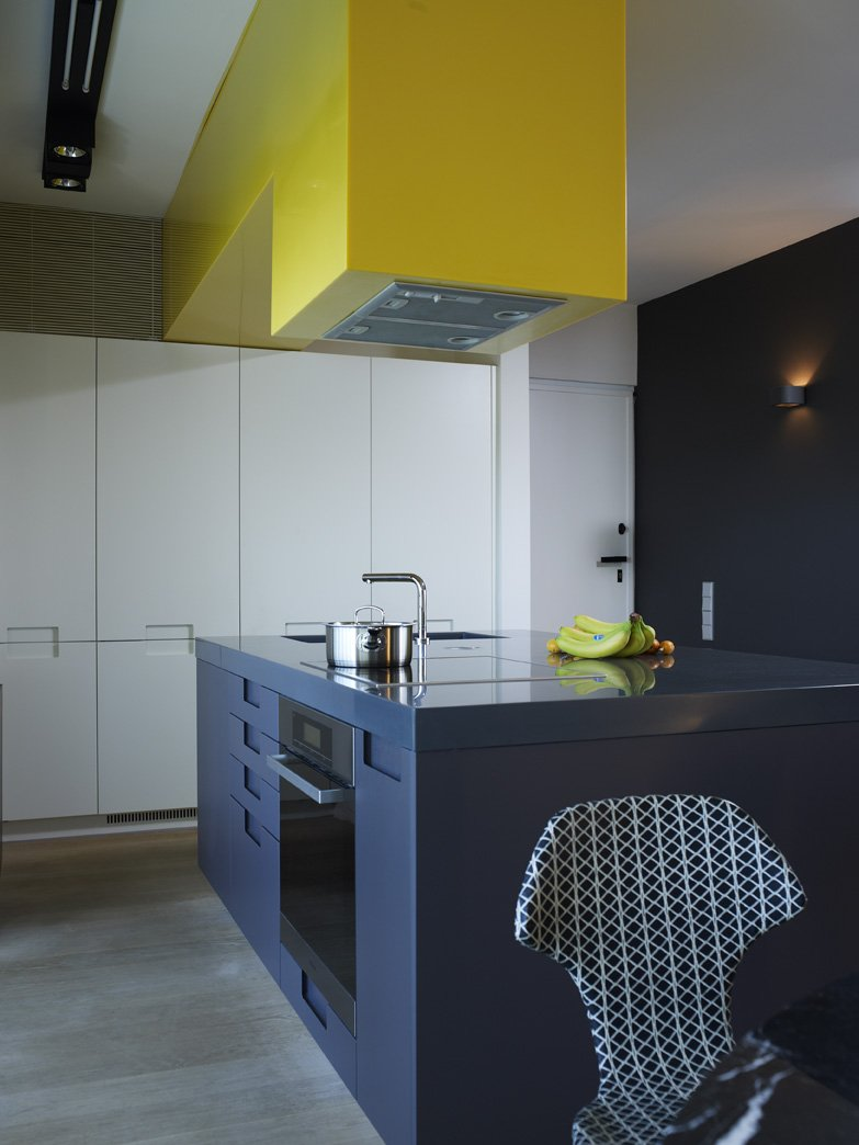 Maison Grace: ATHENS APARTMENT WITH QUIRKY YELLOW KITCHEN EXTRACTOR