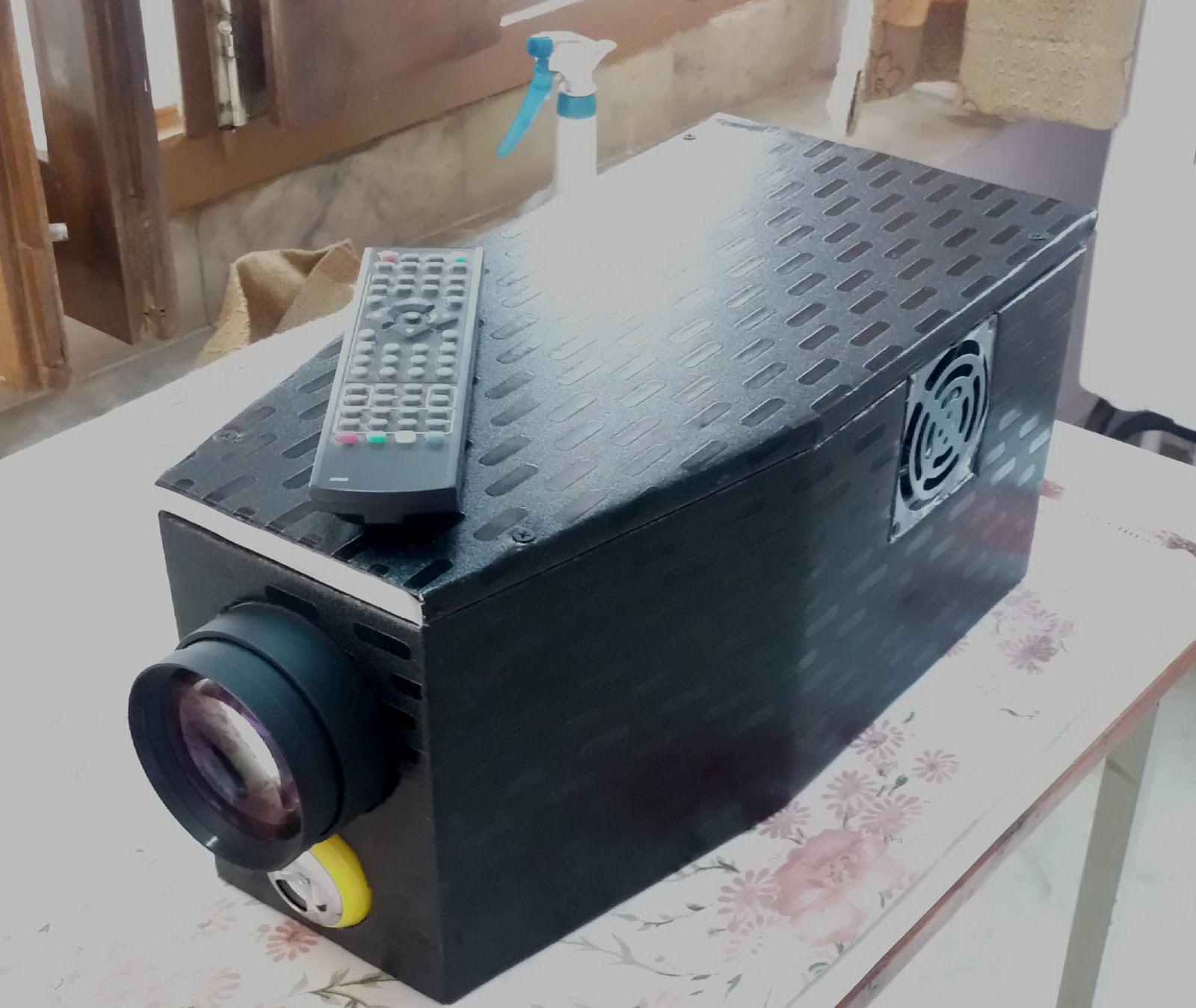 Diy full hd 100 home made projector for Homemade diy